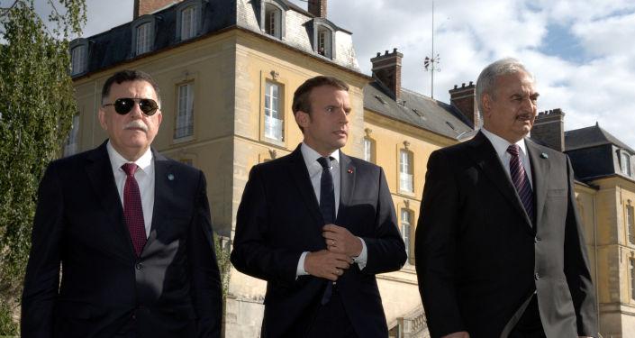 El presidente de Francia, Emmanuel Macron, y el comandante del Ejército Nacional de Libia, Jalifa Haftar
