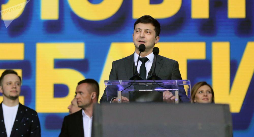 Eligen a cómico como presidente, con 73% de votos — Ucrania