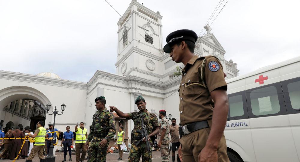 Militares cerca de la iglesia de San Antonio de Kochchikade, Sri Lanka