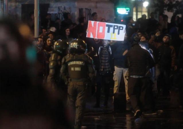Varios detenidos en Santiago durante la protesta anti-TPP