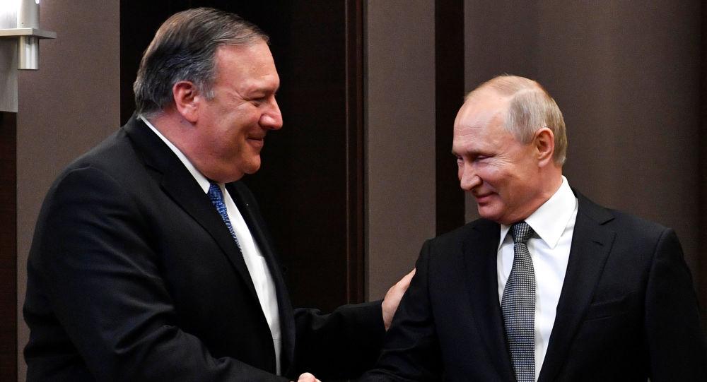 El secretario de Estado de EEUU, Mike Pompeo, junto al presidente de Rusia, Vladímir Putin