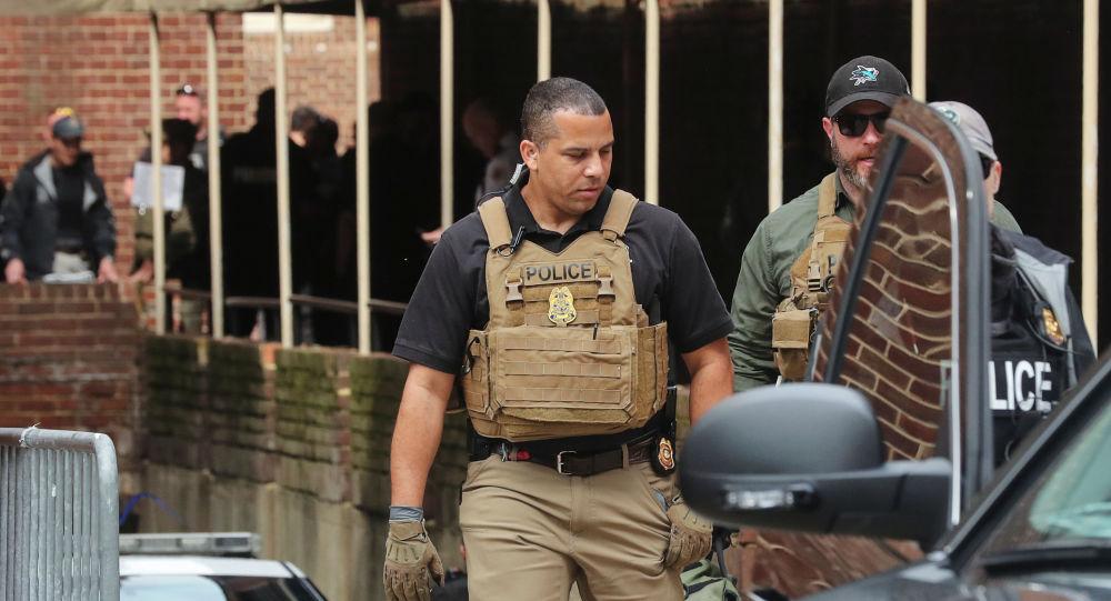 Policías frente a la Embajada de Venezuela en Washington, EEUU