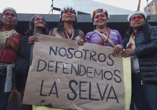 Los indígenas de Ecuador marchan para salvar sus tierras ancestrales de las petroleras