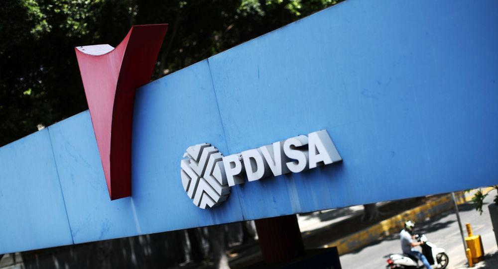 Largas filas de autos buscan combustible en Venezuela