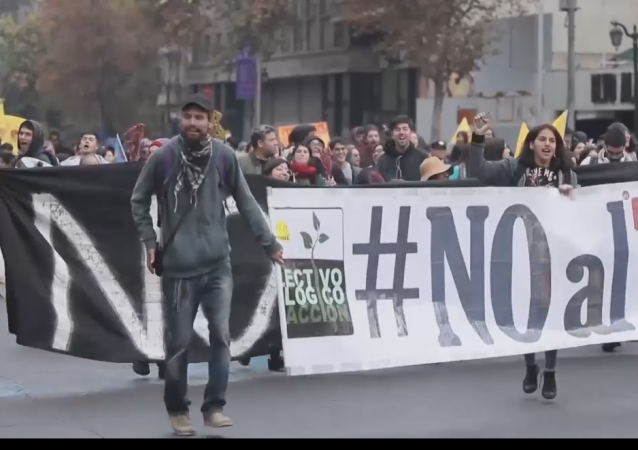Santiago marcha contra el TPP11