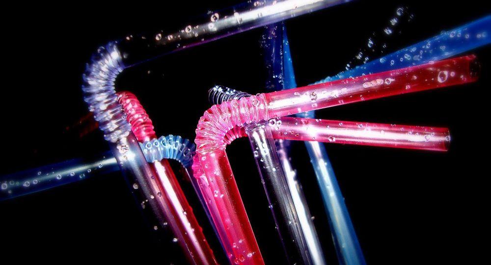 Pajitas de plástico (imagen referencial)
