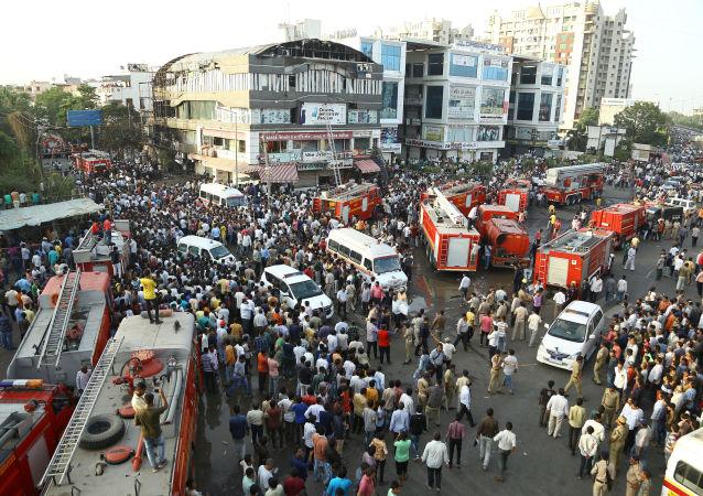 Situación tras el incendio en un centro comercial de la ciudad india de Surat, en el estado de Guyarat (oeste)