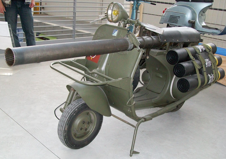 Vespa 150 TAP también conocido como el 'cañón escúter'