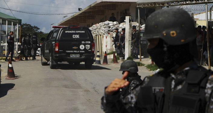 La Policía de Brasil cerca de la prisión en en Manaos