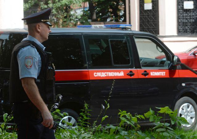 Un policía cerca de la sede del Comité de Investigación de Rusia (archivo)