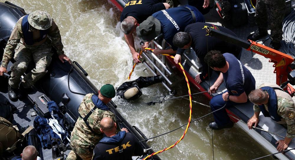 Operación de rescate tras el naufragio en Budapest, Hungría