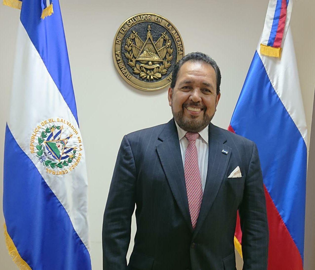 El embajador de El Salvador en Moscú, Efrén Arnoldo Bernal Chévez