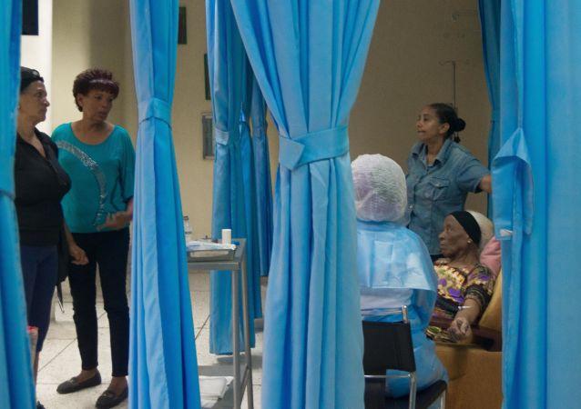Pacientes oncológicos encontraron una opción en hospitales semiprivados en los que por un costo inferior al de centros de salud privados les aplican quimioterapias