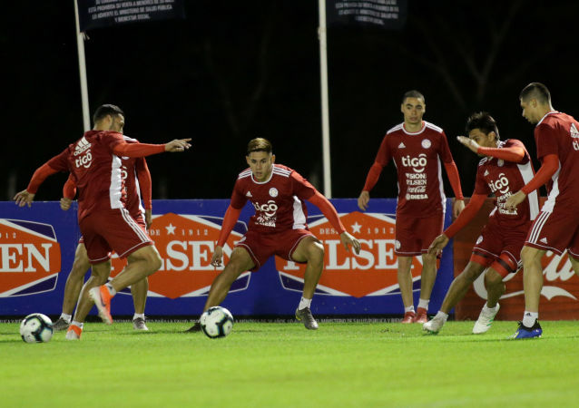 Futbolistas de la selección de Paraguay en un entrenamiento antes de la Copa América de Brasil