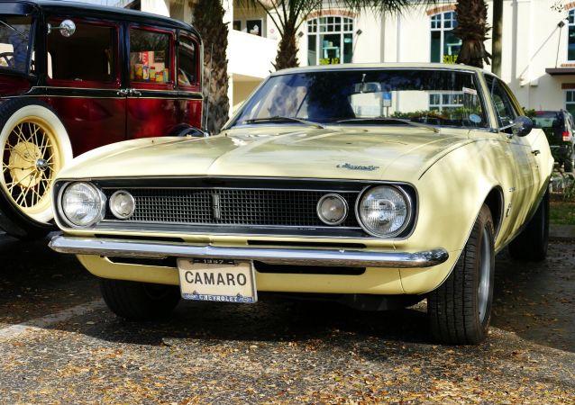 Un Chevrolet Camaro