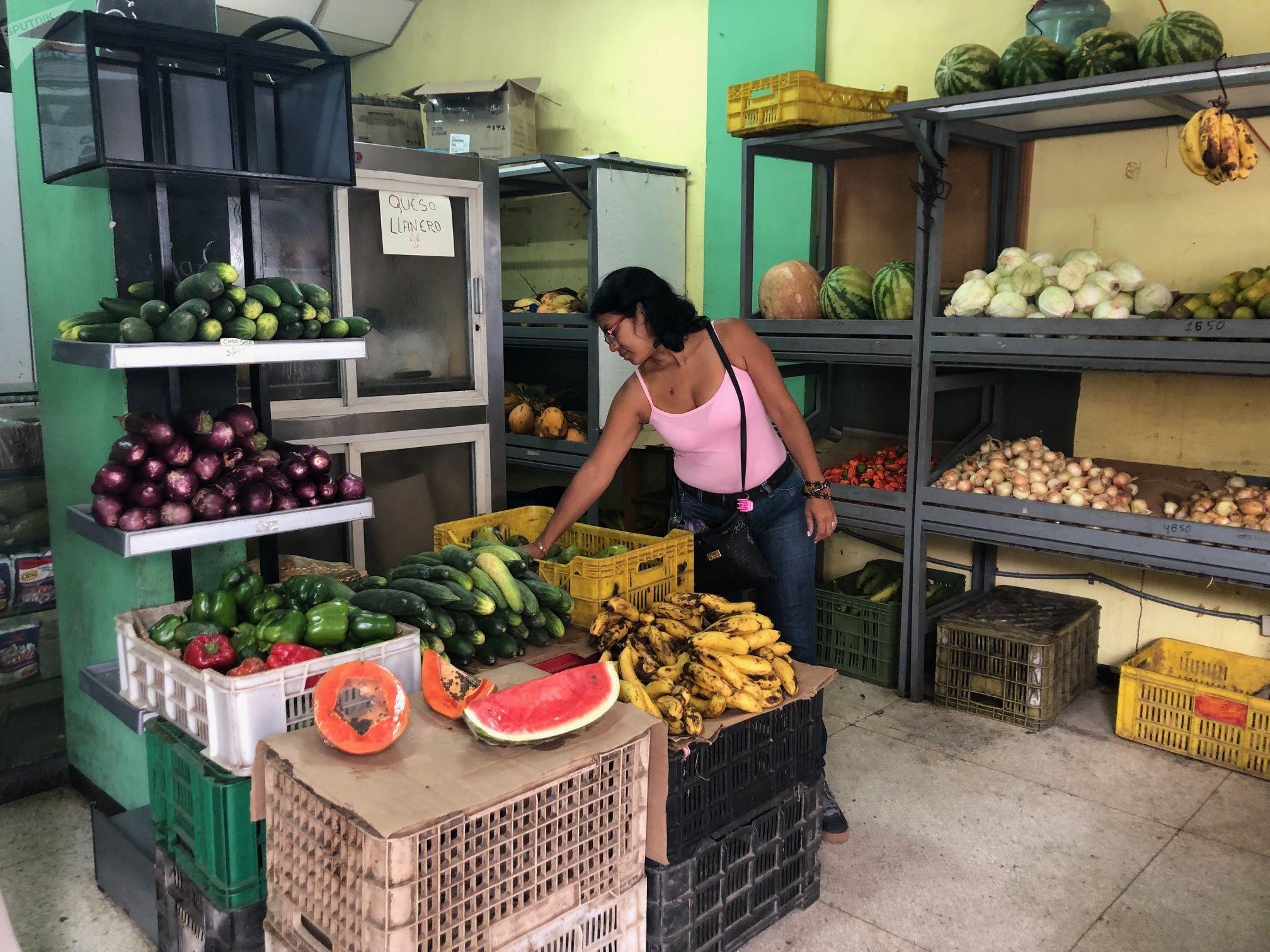 Belkys cuenta que en Venezuela muchos recurren al trueque: ella cambiará un pescado fresco por un paquete de arroz