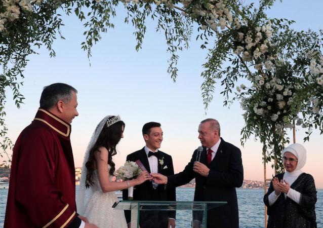 La boda del mediocampista del Arsenal, Mesut Özil, y la miss Turquía 2014, Amine Gulse
