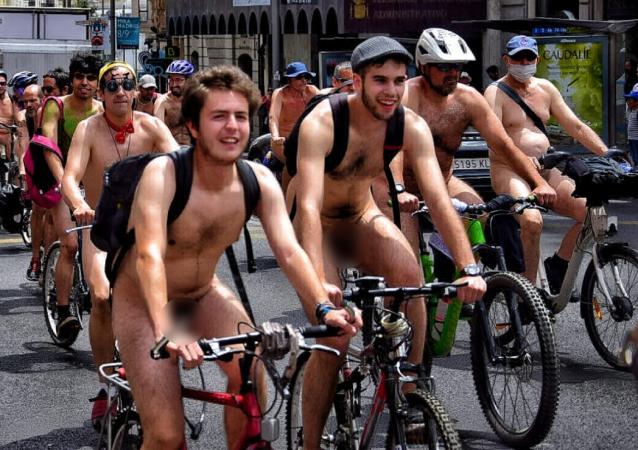 Protesta de ciclistas desnudos en Madrid