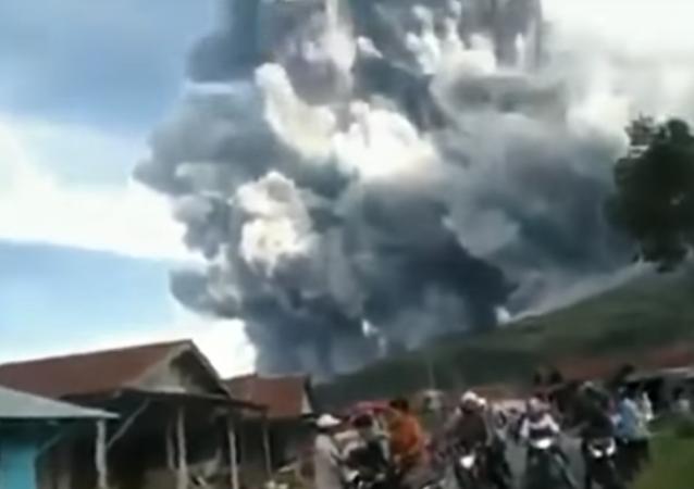 Así ha sido el violento despertar del volcán indonesio Sinabung