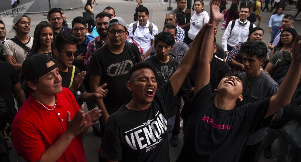 Ciudad de México: John Connor ganador de la batalla de rap frente a Dostin, en la Glorieta de los Insurgentes
