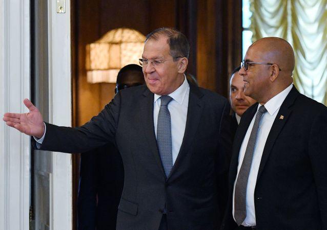 Los ministros de Exteriores de Rusia y Granada, Serguéi Lavrov y Peter David