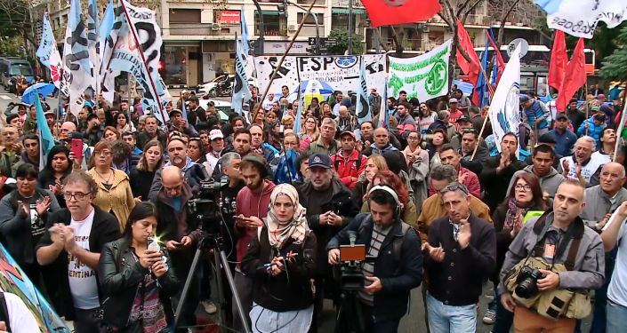 Los argentinos protestan ante la Embajada del Reino Unido por la soberanía de las Malvinas