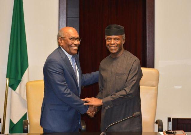 El vicepresidente sectorial de desarrollo Social y Territorial, Aristóbulo Istúriz, y Vicepresidente de la República Federal de Nigeria, Yemi Osinbajo