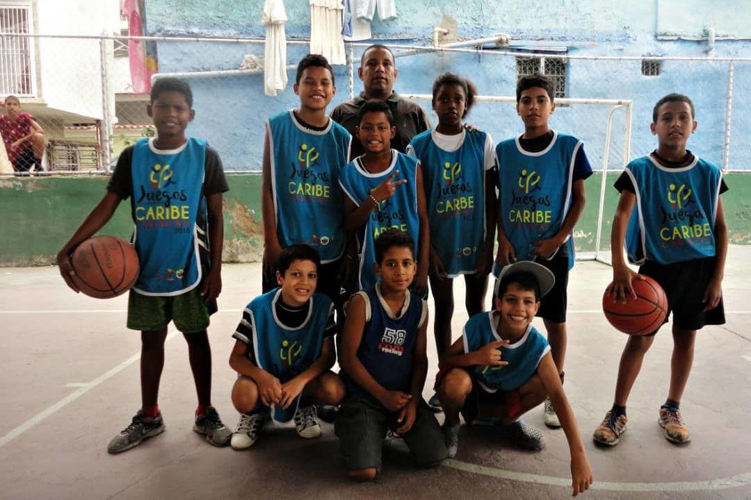 Niños, niñas y adolescentes aprenden la importancia del deporte para el desarrollo personal en los programas comunales fomentados por la Alcaldía de Caracas
