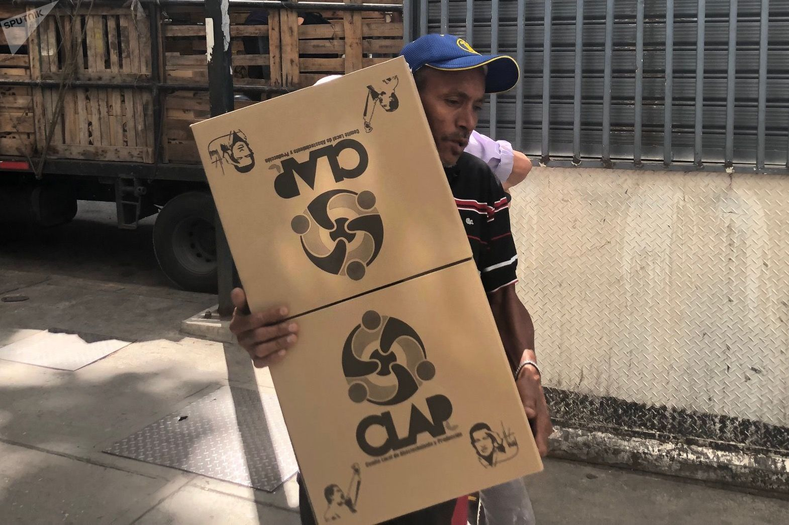 Venezuela es un país que depende de la importación de muchos bienes de primera necesidad, incluidos los alimentos, pero últimamente cada vez más se ven componentes nacionales en las cajas de los CLAP