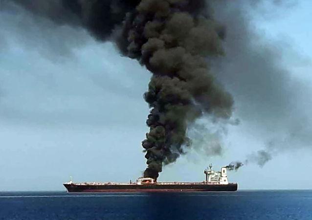 El petrolero noruego en el golfo de Omán tras el ataque