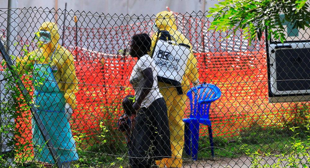 Médicos ugandeses cerca de la frontera con la República Democrática del Congo