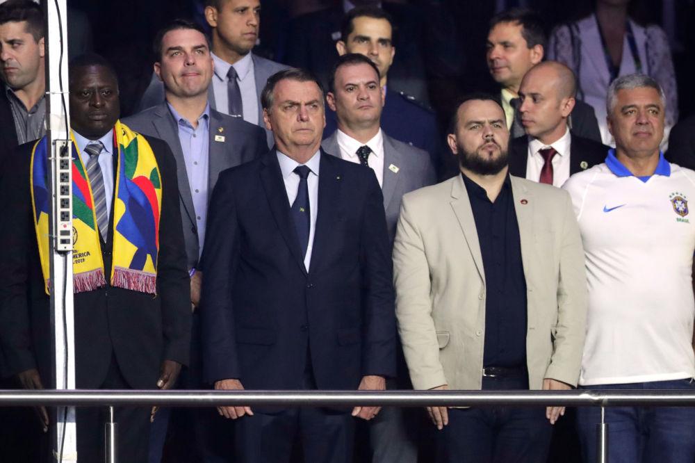 El presidente de Brasil, Jair Bolsonaro, antes del partido entre Brasil y Bolivia