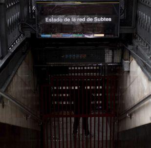 El metro de Buenos Aires, a oscuras tras el apagón del 16 de junio