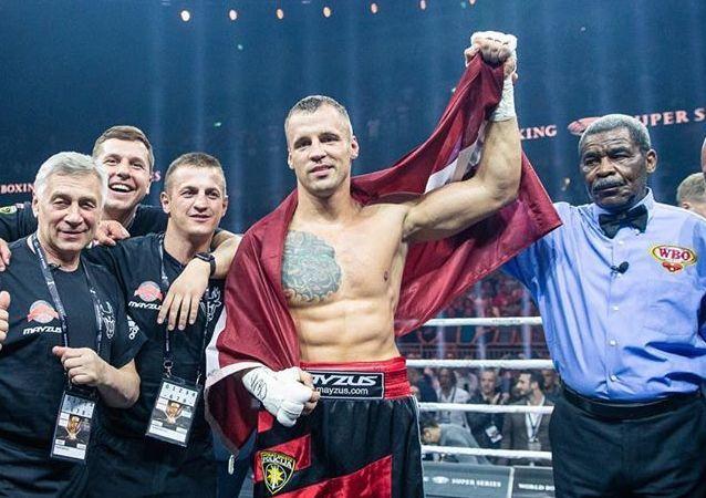 Mairis Briedis, boxeador letón