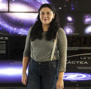 Rosa Becerra, doctora en astrofísica, posa para foto en el Instituto de Astronomía