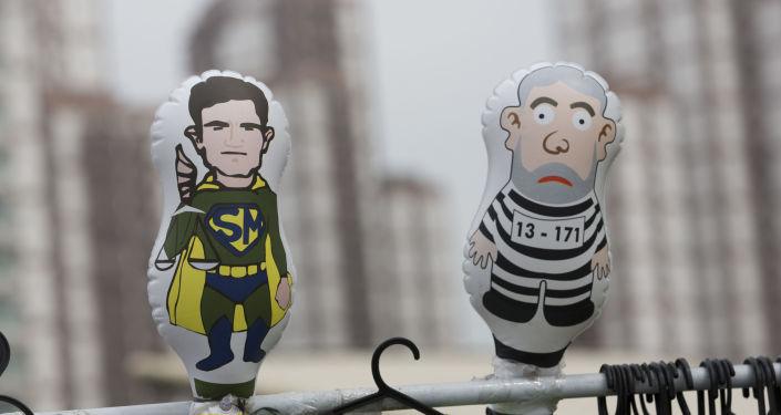 Muñecas del ministro de Justicia de Brasil, el juez Sérgio Moro y el expresidente brasileño Lula da Silva