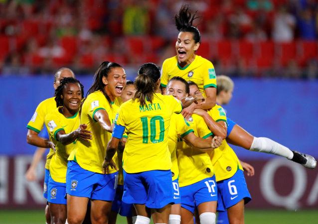 La selección brasileña celebra el triunfo sobre Italia en el Mundial Femenino Francia 2019