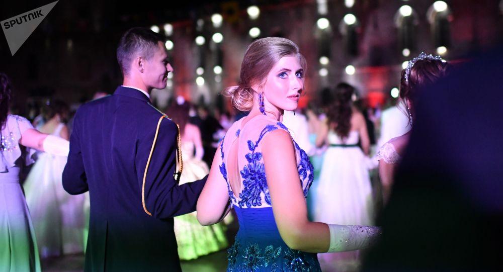 El baile anual de oficiales rusos celebrado en Sebastopol