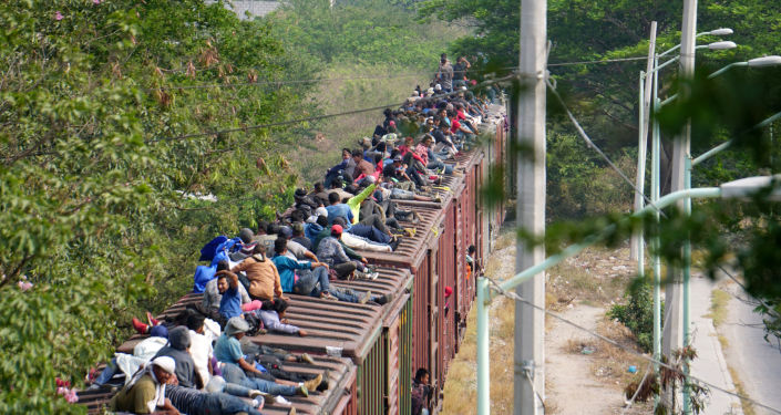 Migrantes centroamericanos cruzando México