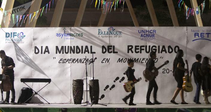 El Día Mundial de las Personas Refugiadas se festejó en el centro de Palenque (Chiapas) mientras cientos de migrantes esperan en las calles su refugio mexicano
