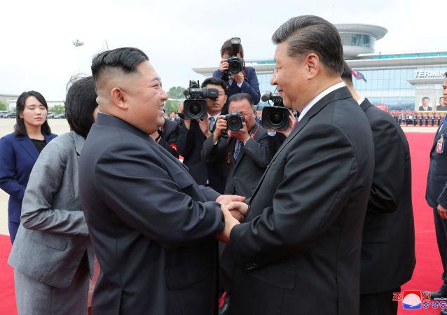 El líder norcoreano, Kim Jong-un, y el presidente chino, Xi Jinping