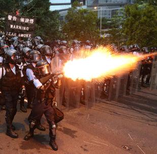 Policía de Hong Kong deurante las protestas