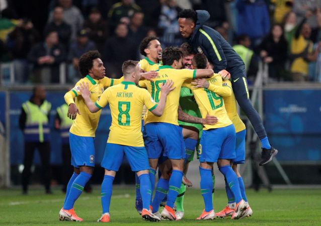 Brasil gana en penales en cuartos de final de la Copa América