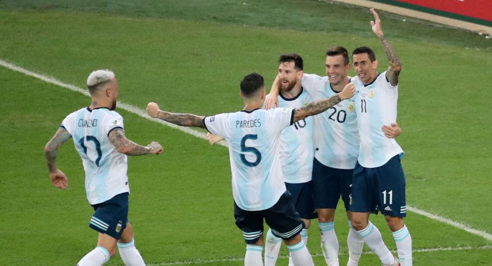 La selección de Argentina celebra un gol ante Venezuela durante la Copa América de Brasil, en Río de janeiro (Brasil), el 28 de junio de 2019