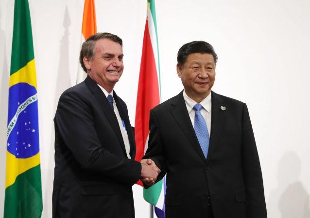 El presidente de Brasil, Jair Bolsonaro junto al presidente de China Xi Jinping