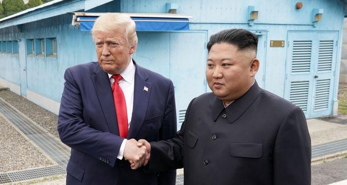 Presidente de EEUU, Donald Trump, y líder de Corea del Norte, Kim Jong-un, en la Zona desmilitarizada de Corea