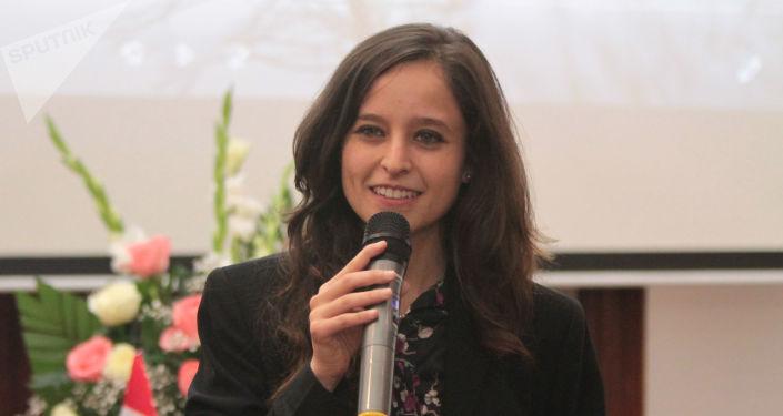 Dora González presidenta de El Faro Luz y Ciencia durante la firma del convenio literario con la Unión de Escritores de Rusia