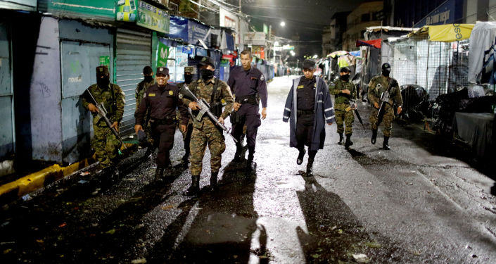 Los soldados y policías de El Salvador