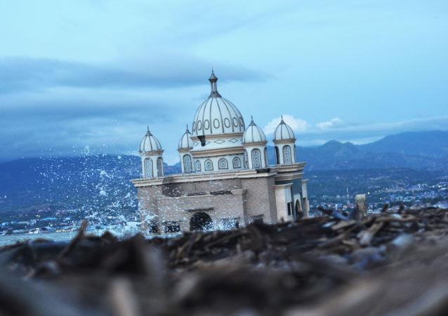 Una mezquita abandonada en Palu (Indonesia), tras las catástrofes naturales de septiembre de 2018