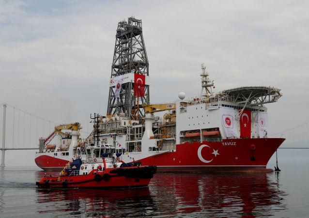 Un buque perforador turco en el mar Mediterráneo